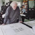 """2007. François Béalu. Épreuves des bons à tirer du livre """"Sur la marge"""" à l'atelier Lacourière et Frélaut. Photo Jacques Faujour."""